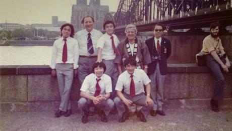 読売クラブ西ドイツ遠征にて。後列右端のサングラスの男性は松木安太郎氏のお父様。