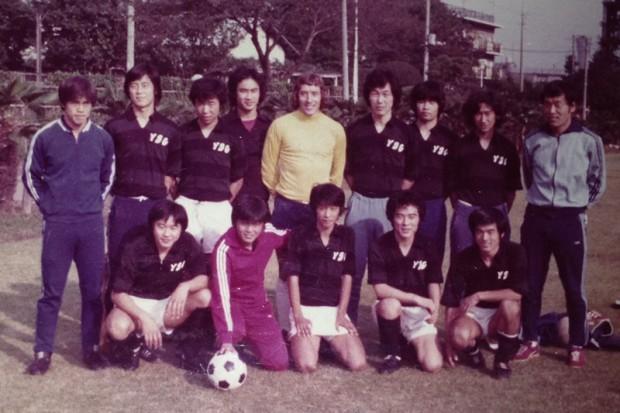 1974年当時の読売クラブ若手選手たち。前列左から2人めが李国秀